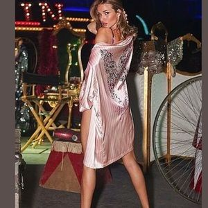 VS The Supermodel Backstage Wrap Robe NEW